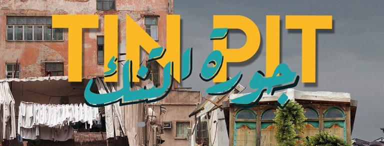 Tin Pit Logo mit arabischer Schrift - Ensemble Megaphon